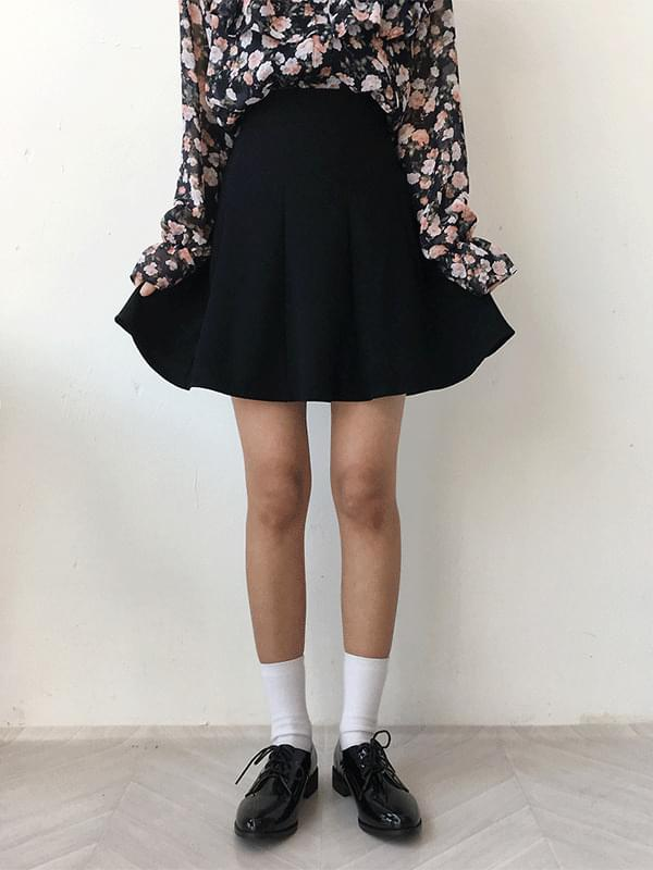 High-cut flared skirt