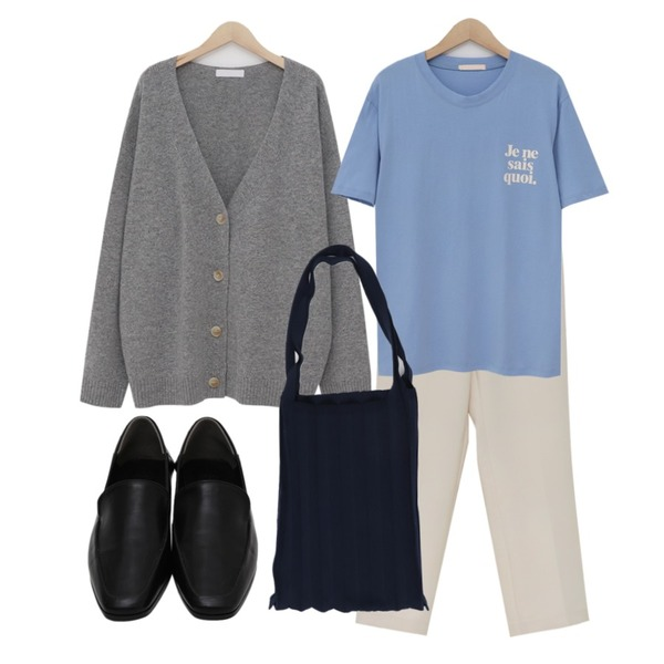 From Beginning Month crop straight slacks_M (size : S,M),From Beginning Spring cream loose cardigan_M (울 60%) (size : free),From Beginning Jene lettering cotton T_M (size : free)등을 매치한 코디