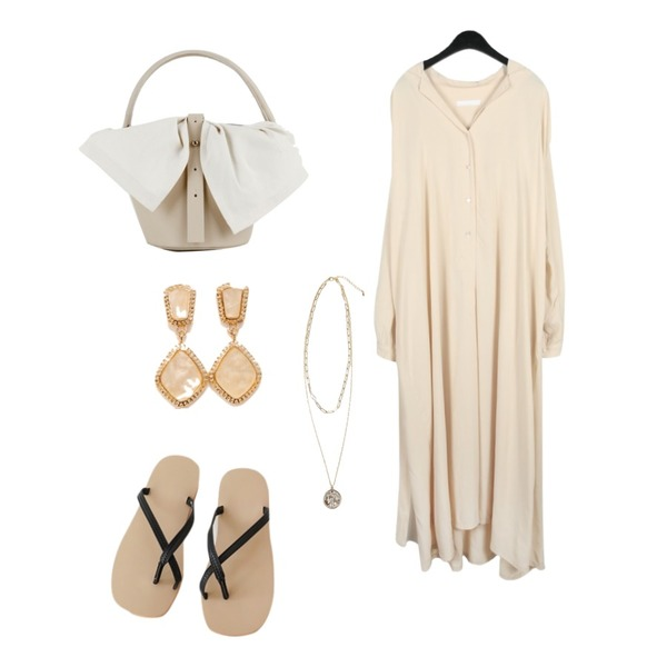 somedayif moa tote bag (2colors),AFTERMONDAY weave pattern strap flip flops (2colors),daily monday Elegant wearable long dress등을 매치한 코디