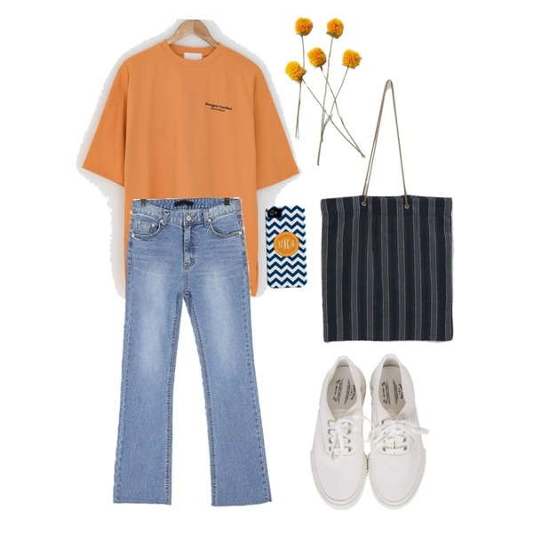daily monday Daily stripe pattern bag,BANHARU strangest cotton tee,ROCOSIX 첼르 세미부츠 데님 팬츠등을 매치한 코디