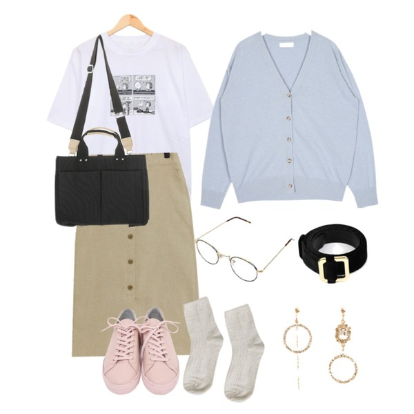 From Beginning Win real cowskin sneakers_H (size : 225,230,235,240,245,250),BULLANG GIRL 네컷흑백만화T,TODAY ME 밀론 롱 스커트등을 매치한 코디