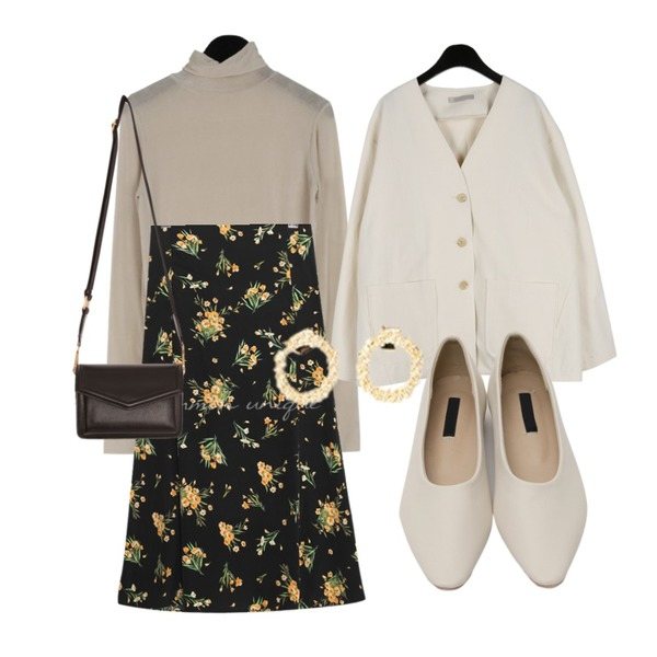 daily monday Non-collar cotton jacket,common unique BARONY FLOWER FLARE LONG SKIRT,daily monday See-through turtle tee등을 매치한 코디