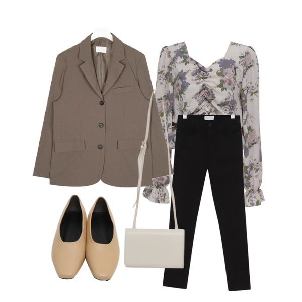 From Beginning Cozy slim cotton pants_S (size : 25,26,27,28,29),From Beginning Square sharp toe flat_Y (size : 230,235,240,245,250),From Beginning Shirring crop floral blouse_S (size : free)등을 매치한 코디