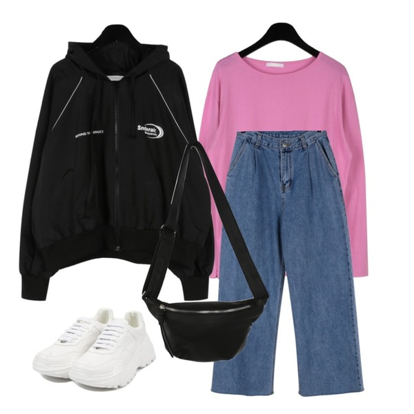 daily monday Pintuck rough wide denim,daily monday Sporty hood jumper,daily monday Nana basic cotton t-shirts등을 매치한 코디