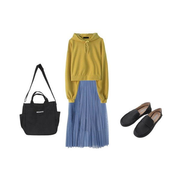 GIRLS RULE 디어 히트 크롭 후디 (t6011),BULLANG GIRL 쉬폰주름롱SK,AFTERMONDAY curved round loafer (4colors)등을 매치한 코디