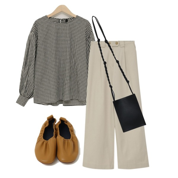 From Beginning Twist strap mini bag_S (size : one),From Beginning Mansion two-button cotton pants_S (size : free),From Beginning Youth check balloon blouse_S (size : free)등을 매치한 코디