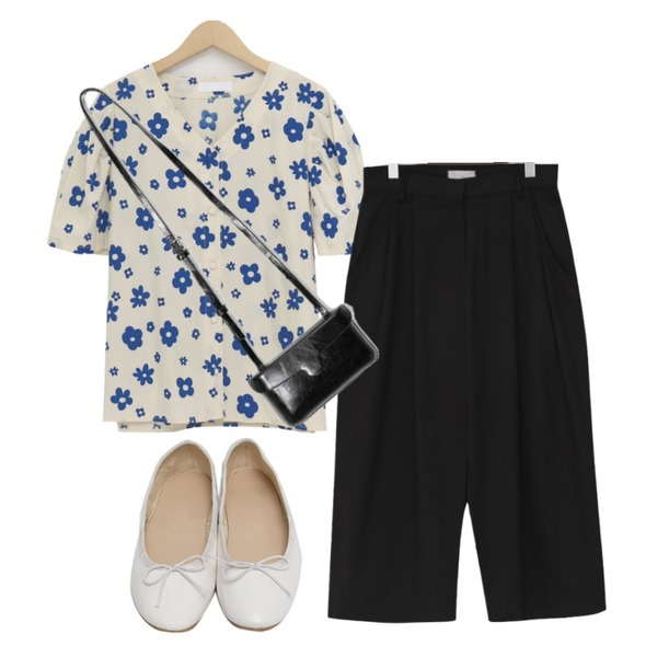 From Beginning Bending ribbon flat shoes_K (size : 230,235,240,245,250),From Beginning Studio wide cotton trousers_J (size : S,M),From Beginning Corso flower cotton blouse_J (size : free)등을 매치한 코디