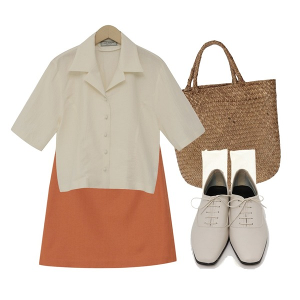ROCOSIX 피먼 시스루 양말,From Beginning Candy linen mini skirt_S (린넨 25%) (size : S,M),From Beginning Have rattan tote bag_K (size : one)등을 매치한 코디