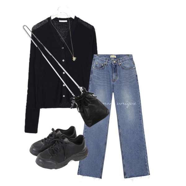 common unique FOREND CUTTING WIDE DENIM PANTS,daily monday Lucky mini leather bag,AIN wind linen golgi cardigan등을 매치한 코디