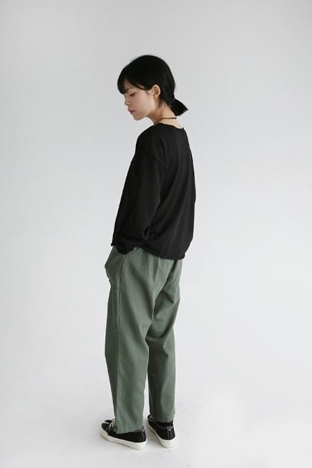 pintuck pocket detail pants