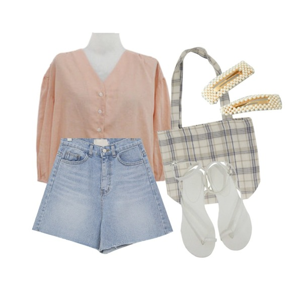 From Beginning Studio linen check bag_S (린넨 100%) (size : one),BITDA 윈디 blouse (3color),From Beginning Cutting a-line denim shorts_K (size : S,M)등을 매치한 코디