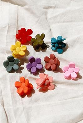 Mini flower pin