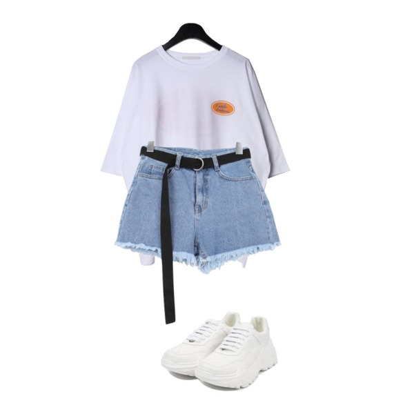 openthedoor candy platform sneakers (5 color),daily monday Pickle loose fit tee,BULLANG GIRL 밑단수술숏P(벨트SET)등을 매치한 코디
