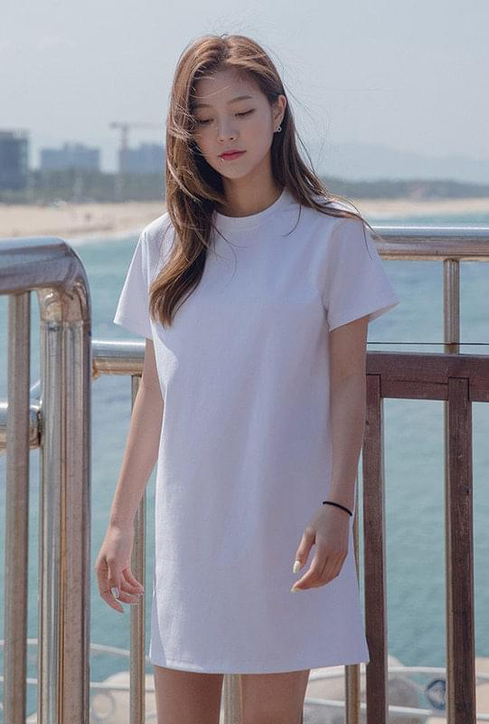 Round neck basic mini dress