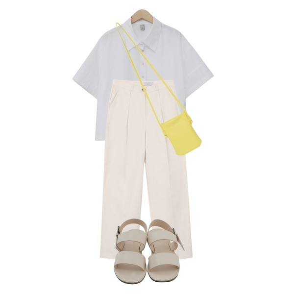 biznshoe Pintuck straight pants (4colors) * 컬러추가,From Beginning Petit cross mini bag_K (size : one),From Beginning Step cotton crop shirt_B (size : free)등을 매치한 코디