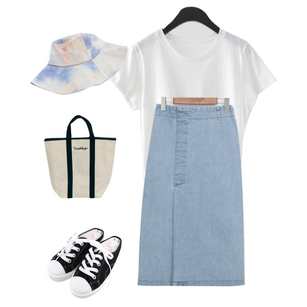 BULLANG GIRL 줄스니커즈블로퍼,AFTERMONDAY kitsch color crop tee (4colors),From Beginning Vintage slit denim skirt_Y (size : free)등을 매치한 코디