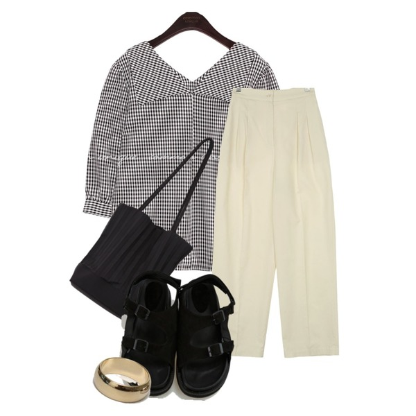 From Beginning Accordion shoulder bag_C (size : one),UPTOWN HOLIC 투핀턱 pants (*2color),common unique LAYTON 2 WAY CHECK COLLAR BLOUSE등을 매치한 코디