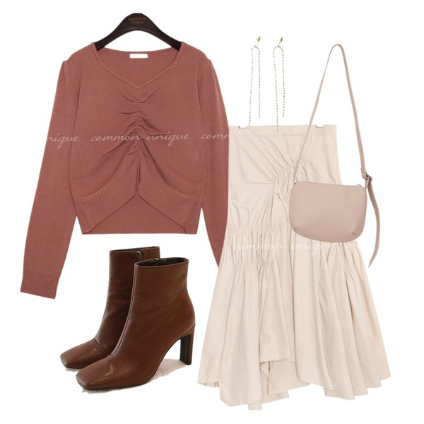 common unique [SKIRT] TOLL UNBAL SHIRRING BANDING SKIRT,common unique CHIC SQUARE ANKLE BOOTS,common unique SIDNEY SHIRRING PUFF CROP KNIT등을 매치한 코디