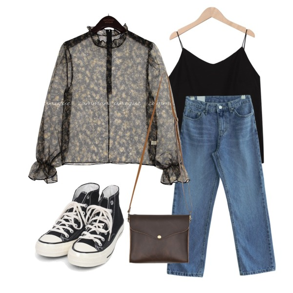 GIRLS RULE 736 데님 팬츠 (pt2332),From Beginning Vendor simple sleeveless_C (size : free),AIN colouring high canvas sneakers (225-250)등을 매치한 코디