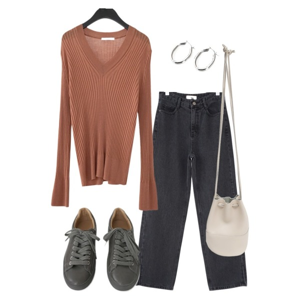 AFTERMONDAY soft line fitted v-neck knit (6colors),AFTERMONDAY tidy color leather sneakers (5colors),AFTERMONDAY hem line slit jean (2colors)등을 매치한 코디