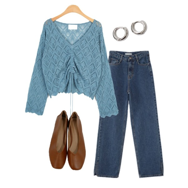 BITDA 넛트 shoes (5color),moaol punching scsi texture shirring top (skyblue),AFTERMONDAY hem line slit jean (2colors)등을 매치한 코디