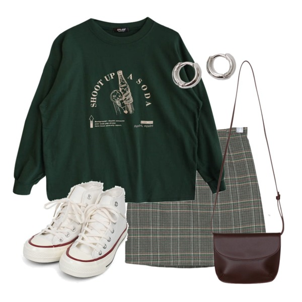 GIRLS RULE 스쿼트 맨투맨 티셔츠 (t0187),AIN colouring high canvas sneakers (225-250),BANHARU classy check mini skirt등을 매치한 코디