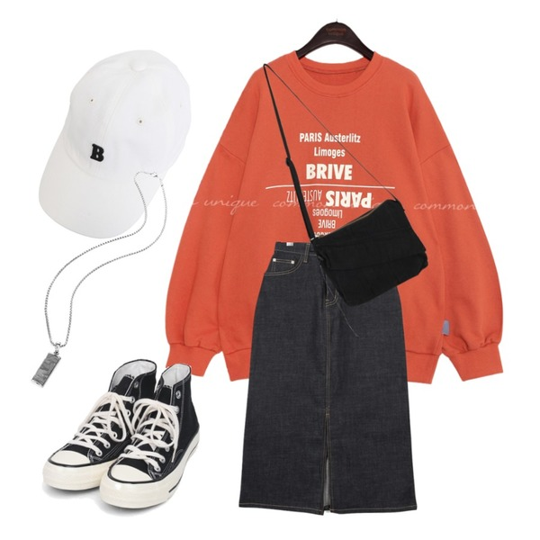 BULLANG GIRL 비인더자수볼캡,common unique BRIVE LETTERING BOXY MTM,moaol fabric denim celan skirts등을 매치한 코디