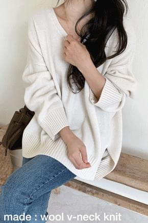 Theater Loose Fit V-Neck Knit-Ivory