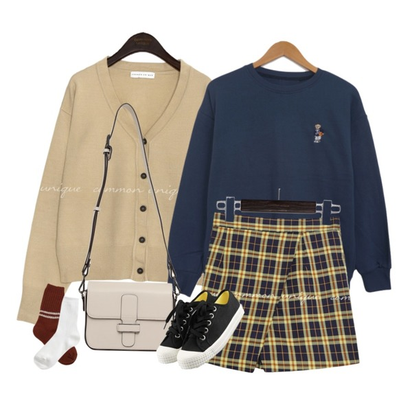 common unique HONTAS CHECK WRAP PANTS SKIRT,common unique PEKIN BASIC V NECK KNIT CARDIGAN,BULLANG GIRL 시애틀베어MTM등을 매치한 코디