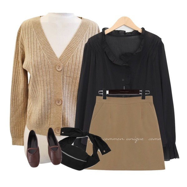TODAY ME 브이넥 숏 가디건,common unique EPOCH SET-UP MINI SKIRT,From Beginning Morning lace button blouse_J (size : free)등을 매치한 코디