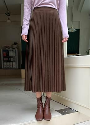 Warm pleated skirt