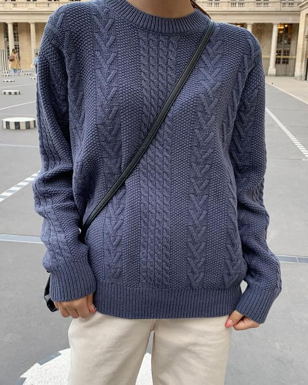 round cable wool knit