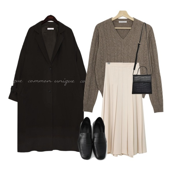 From Beginning Vivier pleats long skirt (size : free),Zemma World 오렌지마켓 케이블니트 (울60%),common unique OSLO CUPRA OVER FIT TRENCH COAT등을 매치한 코디