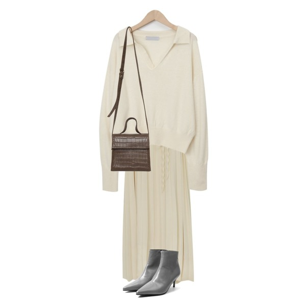 From Beginning Kay square two-way bag_C (size : one),From Beginning Jenneu wool collar knit_C (울 60%) (size : free),From Beginning Evel sleeveless pleats ops_C (size : free)등을 매치한 코디