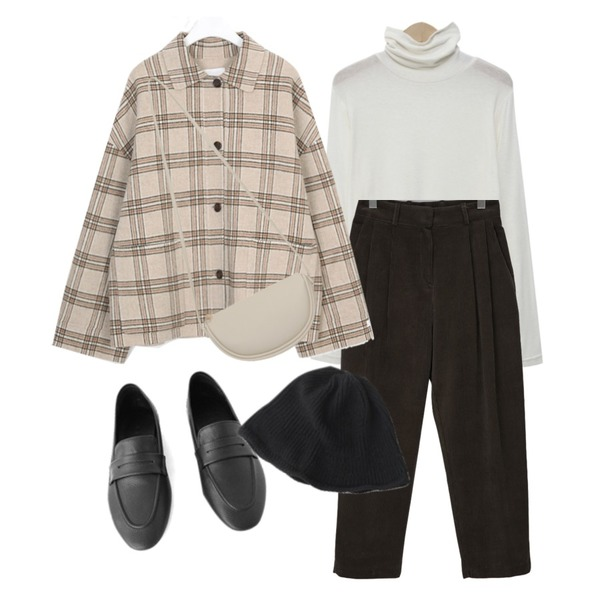 AFTERMONDAY soft basic loafer (3colors),From Beginning Corduroy pintuck crop pants_C (size : S,M),From Beginning Than slim wool pola T (울 10%) (size : free)등을 매치한 코디