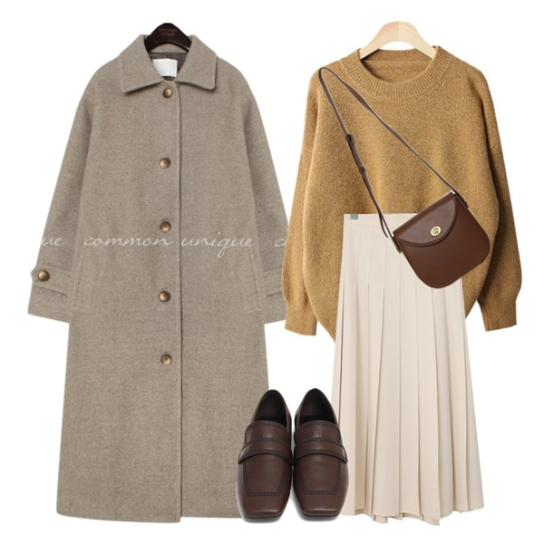 From Beginning Vivier pleats long skirt (size : free),common unique PEGGY WOOL 50% LONG MAC COAT,BACHO 쉴리즈 앙고라 니트등을 매치한 코디