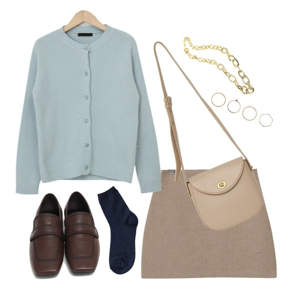 From Beginning Minty angora cardigan_J (램스울 60%, 앙고라 20%) (size : free),From Beginning Brownie wool mini skirt_J (울 50%) (size : S,M),From Beginning Clack round cross bag_C (size : one)등을 매치한 코디