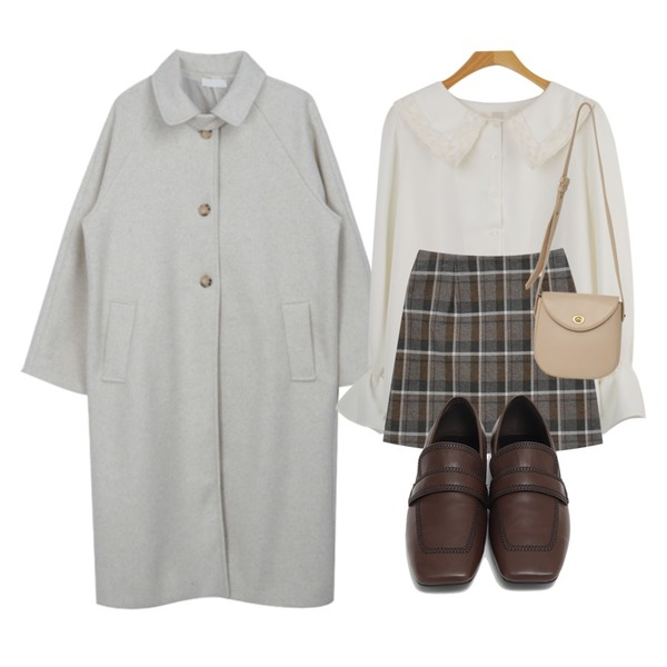WHOSGIRL 자수레이스 블라우스 (2 colors),From Beginning Marco stitch flat loafer_J (size : 225,230,235,240,245,250),From Beginning Clack round cross bag_C (size : one)등을 매치한 코디