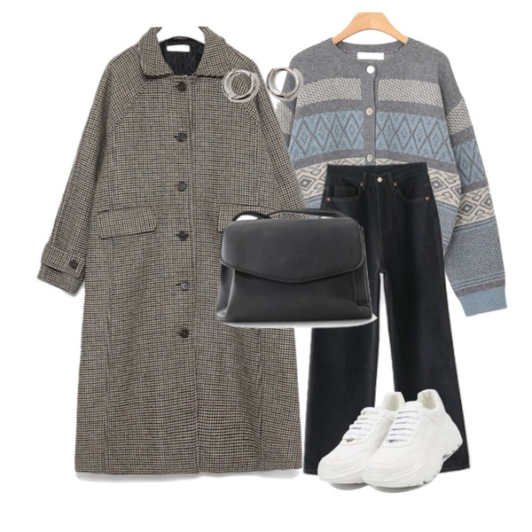 openthedoor candy platform sneakers (5 color),From Beginning Simple minimal earring_B (size : one),AFTERMONDAY classy mini cross bag (2colors)등을 매치한 코디