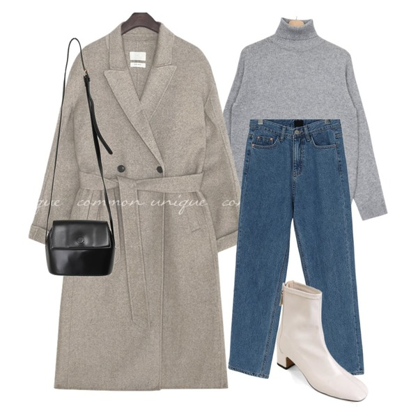 From Beginning Cram simple cross bag_C (size : one),From Beginning At warm denim pants_Y (기모) (size : S,M,L),biznshoe Middle line ankle boots (3colors)등을 매치한 코디