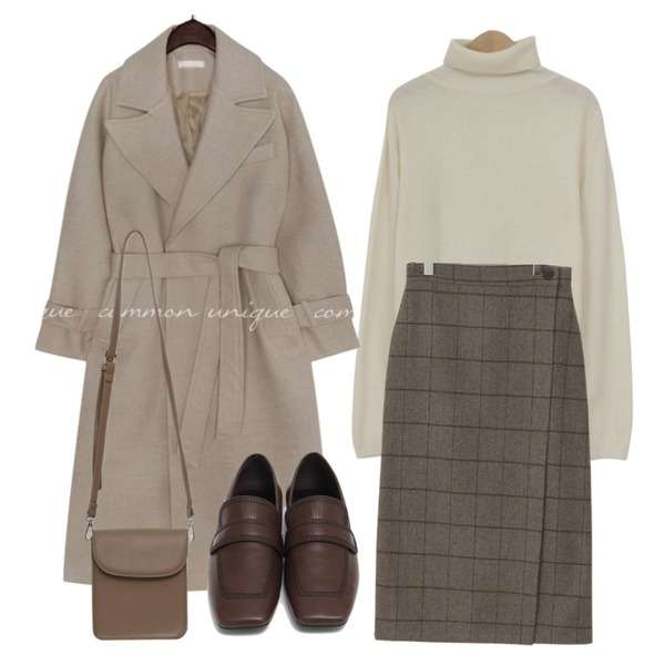 From Beginning Modern rectangle cross bag_C (size : one),From Beginning Marco stitch flat loafer_J (size : 225,230,235,240,245,250),From Beginning Ketley wool wrap skrit_C (울 10%) (size : free)등을 매치한 코디