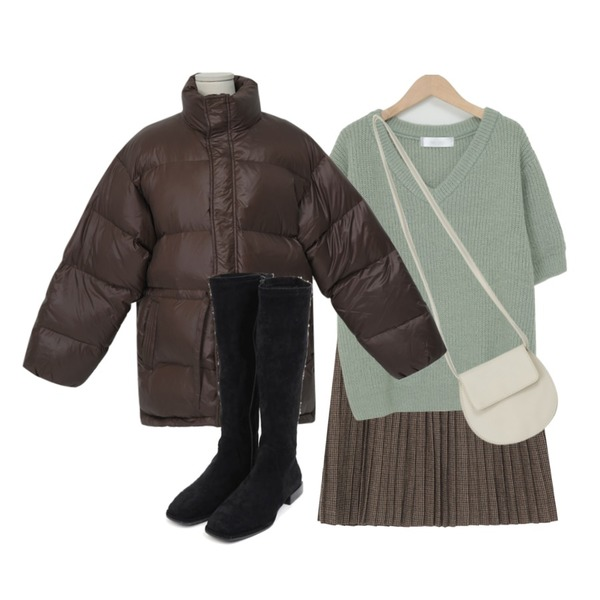 AIN soft suede semi-long boots (225-250),From Beginning Gloss duck down padding_H (오리털 30%) (size : free),From Beginning Alpaca v-neck short knit_H (울 21%, 알파카 7%) (size : free)등을 매치한 코디