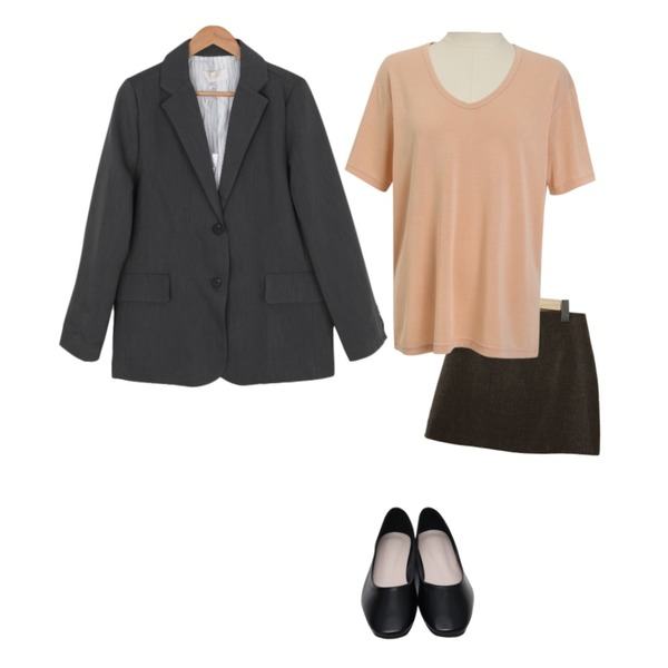 From Beginning Well round flat shoes_Y (size : 230,235,240,245,250),From Beginning Reason u-neck tencel T_N (size : free),BITDA 콤보 skirt (2color)등을 매치한 코디