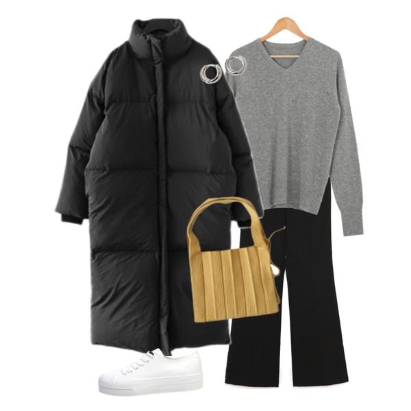 From Beginning Simple minimal earring_B (size : one),biznshoe Standard cotton sneakers (2color),AFTERMONDAY cozy mood knit tote bag (5colors)등을 매치한 코디