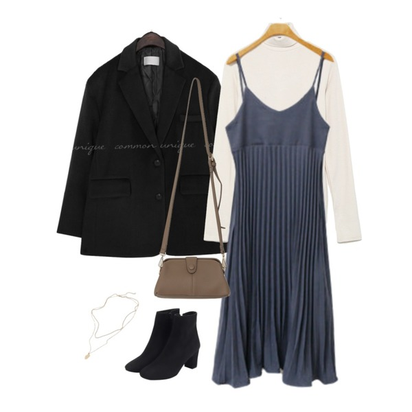 From Beginning Suede basic ankle boots_K (size : 225,230,235,240,245,250),From Beginning Until layered necklace_K (size : one),From Beginning Treed snap cross bag_J (size : one)등을 매치한 코디