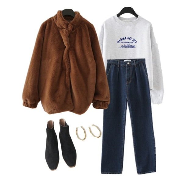 AFTERMONDAY wooden suede chelsea boots (2colors),AFTERMONDAY casual clean fur jacket (2colors),AFTERMONDAY semi crop kitsch printing mtm (2colors)등을 매치한 코디