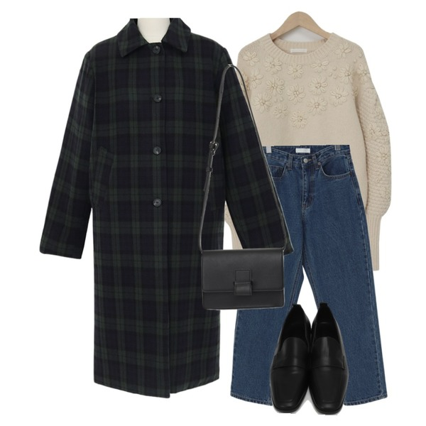 From Beginning Lown rectangle bag_C (size : one),From Beginning Flower wool loose knit_H (울 70%) (size : free),From Beginning Kind warm denim pants_H (기모) (size : S,M)등을 매치한 코디