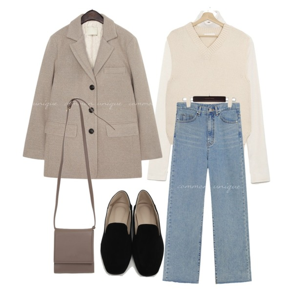 From Beginning Let simple cross bag_U (size : one),AIN color warmer turtleneck T,common unique RITON CUTTING WIDE DENIM PANTS등을 매치한 코디