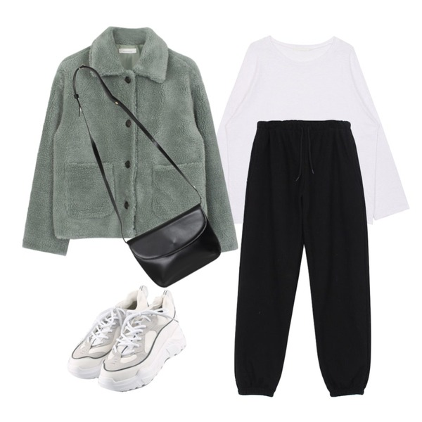 biznshoe Over-fit round tee (6color),MOREDAY 볼드 어글리 슈즈 (2colors),biznshoe Warm jogger pants (3colors)등을 매치한 코디