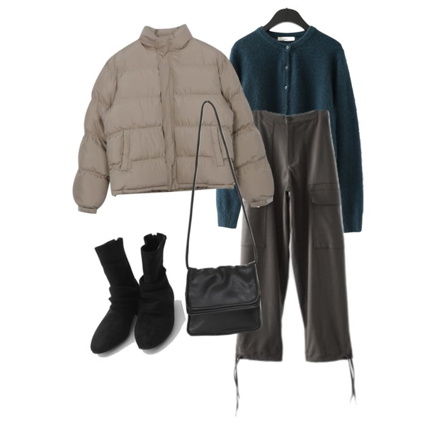 From Beginning Fold cover cross bag_J (size : one),MIXXMIX 박시 하이넥 웰론 패딩,AFTERMONDAY flexible cargo pants (2colors)등을 매치한 코디